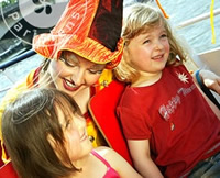 Entertain and educate your child on an enchanted bateaux parisians