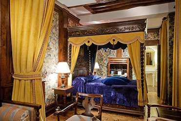 Rooms Start At Around 135 Per Night Hotel Saint Germain Des Pres 36 Rue Bonaparte 75006 Phone 33 01 43 26 00 19 Metro St
